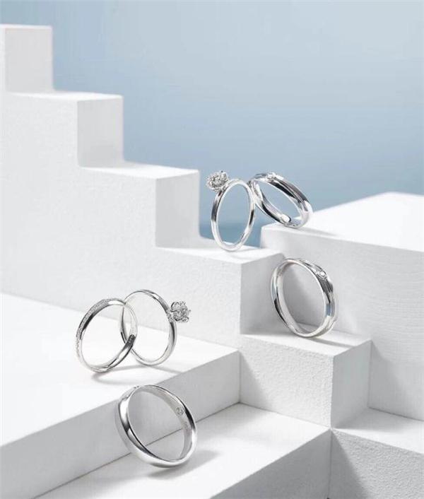 结婚戒指买哪种好?铂金三指环ta不香吗!