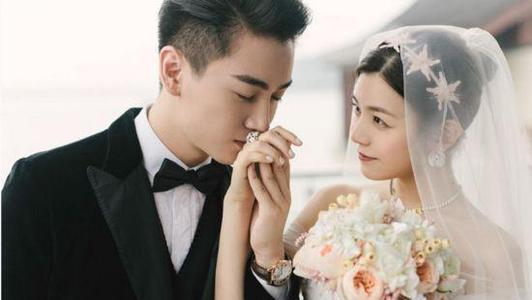 陈晓带儿子去长沙探班陈妍希 夫妻两为小孩唱小星星庆生